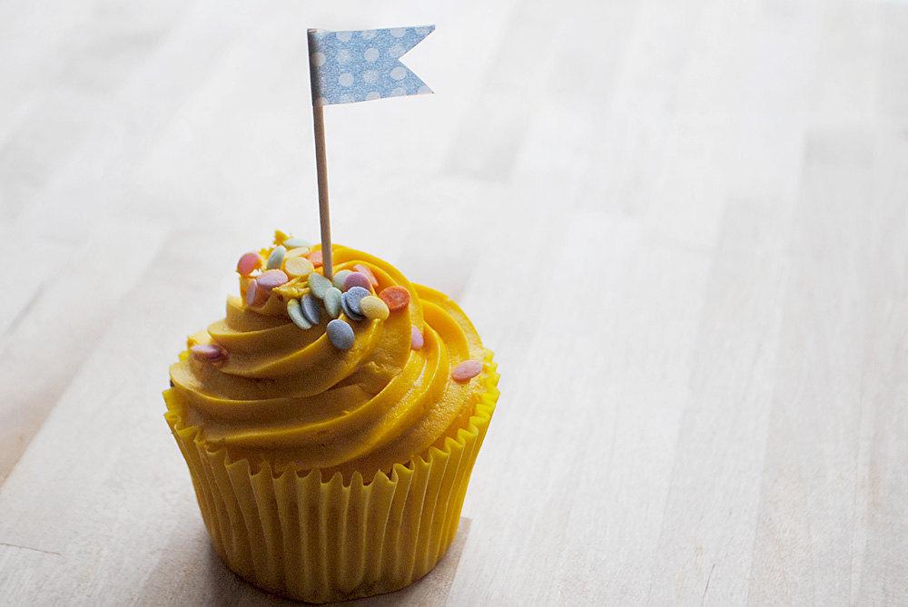 cupcake flags, shabby chic, baking, spring, wedding
