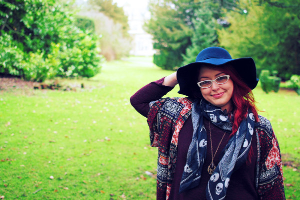 Best navy hats and how to style a felt floppy hat